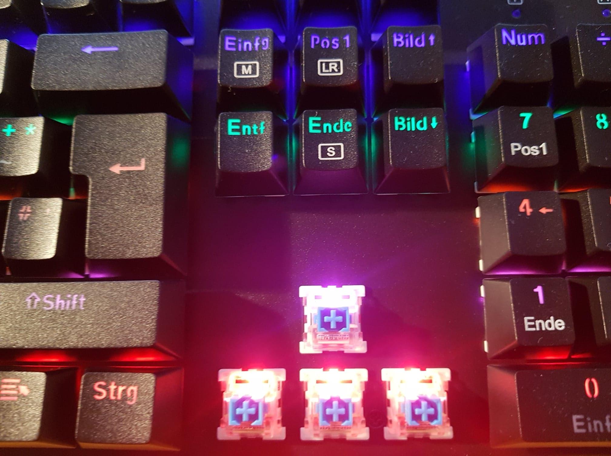 AUKEY-KM-G6-switcht-blau