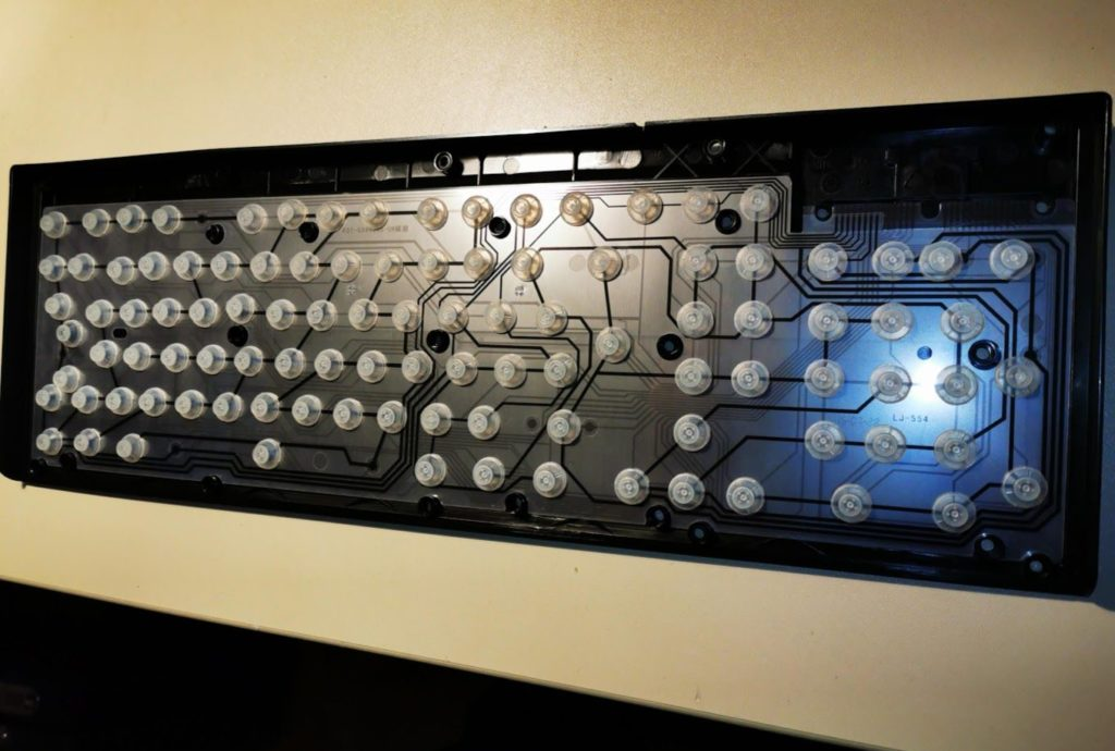 Geöffnete Rubberdome Tastatur